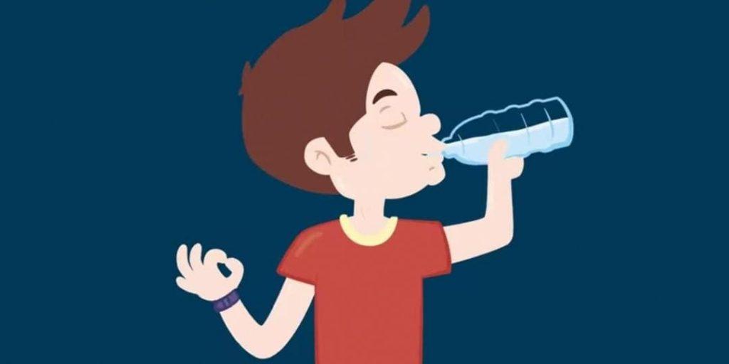 هل يجب شرب الماء اول شيء في الصباح؟