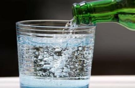 هل تحتوي المياه على سعرات حرارية؟